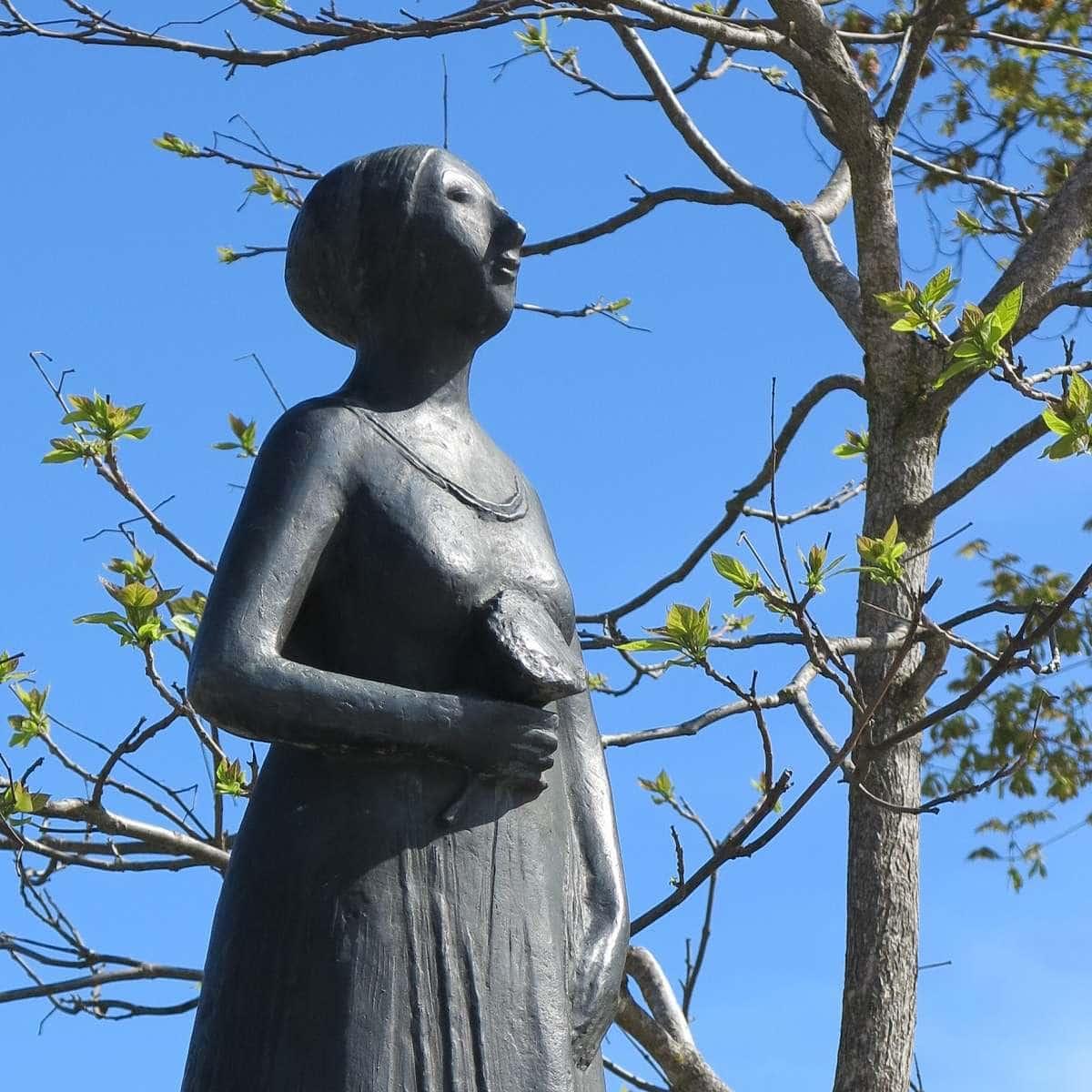Statue Franziska Hager